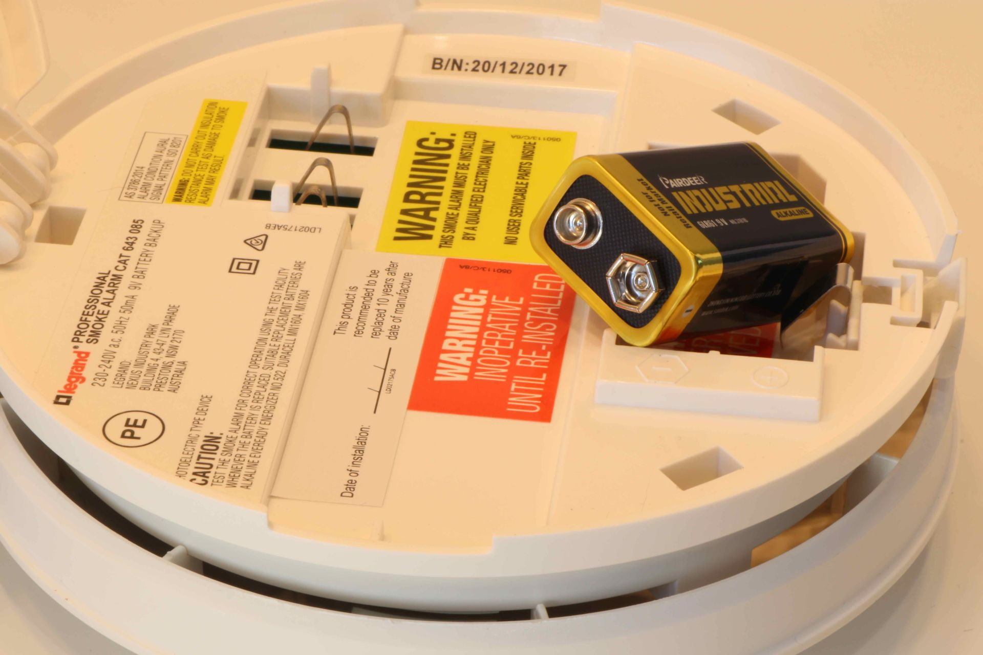 how to change a smoke alarm batteries